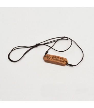 Collier avec plaque en bois