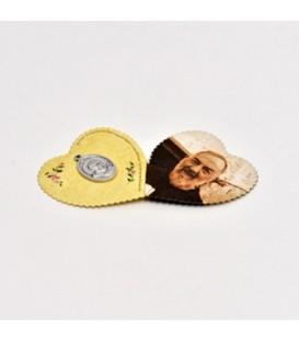 Imagen en forma de corazón con medalla