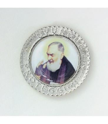 El Padre Pío con el imán adhesivo con escrito