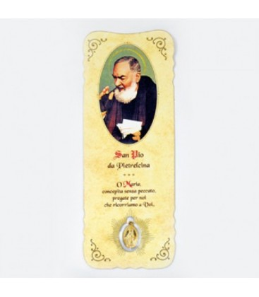 Indicador com medalha de Padre Pio