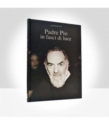 Padre Pio in fasci di luce